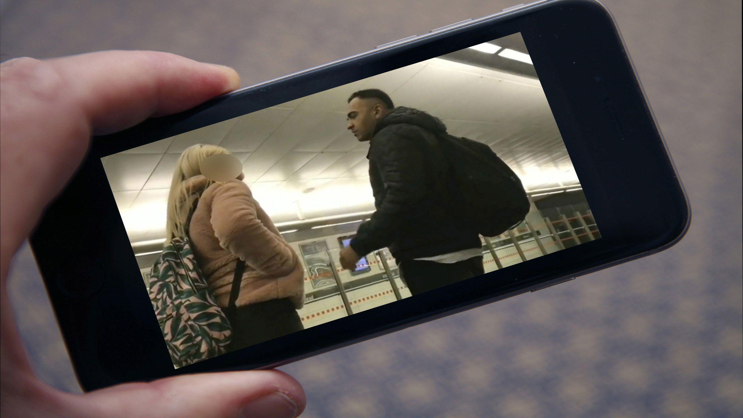 Flirter sur un téléphone portable sincére