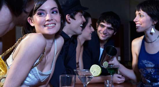 Comment flirter avec de belles proches