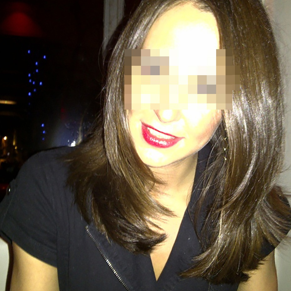 Femme à la recherche mensonges